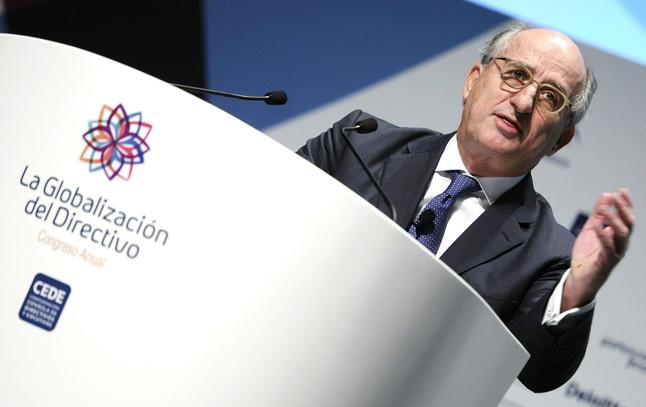 El presidente de Repsol, Antonio Brufau, durante la conferencia 'Desafíos y respuestas ante el cambio global' que ha pronunciado hoy en Sevilla.