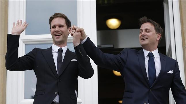 El primer ministro de Luxemburgo, Xavier Bettel (derecha), junto a su marido en Luxemburgo.