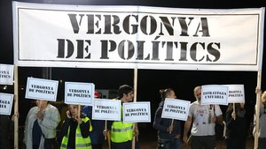 Protesta durante el mitin de JxCat en Lledoners.
