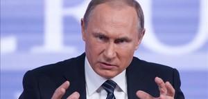 Putin gesticula durante su tradicional conferencia de prensa de fin de año, el 17 de diciembre, en Moscú.
