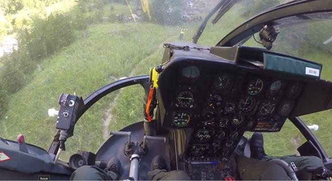Rescate en helicóptero del cadaver de lajoven en el pirineo aragonés (Huesca).