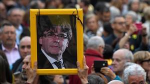 Retrato de Carles Puigdemont en una manifestación por la libertad de los políticos presos
