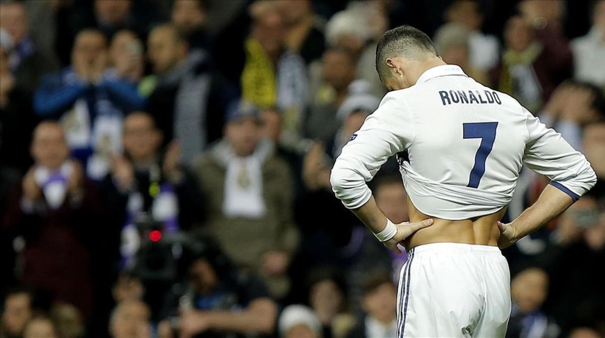 Ronaldo se lamenta de una ocasión fallada ante el Dortmund.