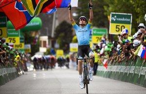 Luis León Sánchez celebra la victoria en la segunda etapa de la Vuelta a Suiza 2019.