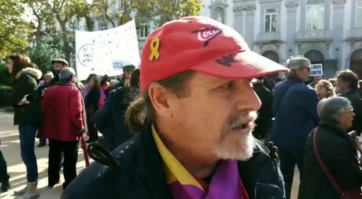 Alberto, que se define como trabajador en lucha de Coca-Cola, ha acudido al escrache ante el Tribunal Supremo este miércoles.