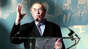 Jordi Sole Tura, en un acto promovido por el Ayuntamiento de Baracaldo con motivo del vigesimotercer aniversario del Estatuto Vasco.