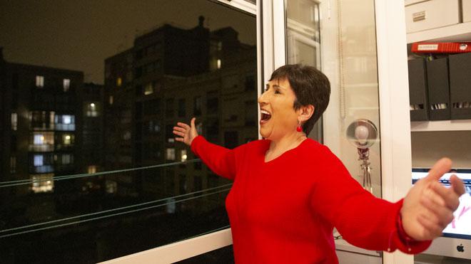 Cultura de quarantena: Begoña Alberdi, la soprano que cada nit regala òpera als seus veïns