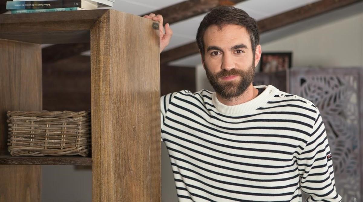 El actor Jon Plazaola es Iñaki en la serie Allí abajo, de Antena 3.