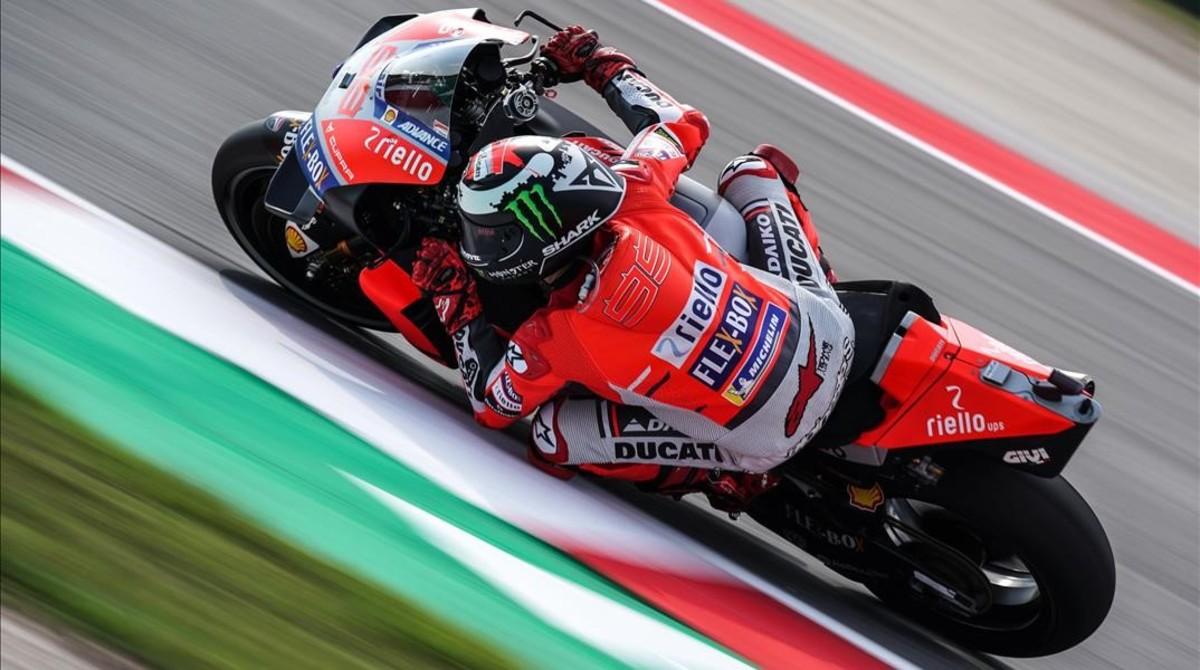El tricampeón Jorge Lorenzo (Ducati), en su vuelta rápida de hoy, en Misano.