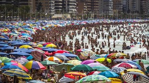 El sector turístico español es uno de los potencialmente más afectados por el brexit. En la foto, una imagen de la playa de Benidorm, en Alicante.