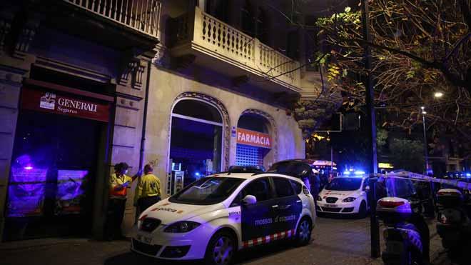 Una chica ha saltado por el balcón de su casa cuando intentaban robar en ella, en el Paseo San Juan con calle València.