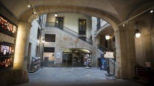 Una imagen de la entrada del Ateneu Barcelonès.