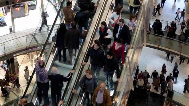 Unas escaleras de un centro comercial en Barcelona.