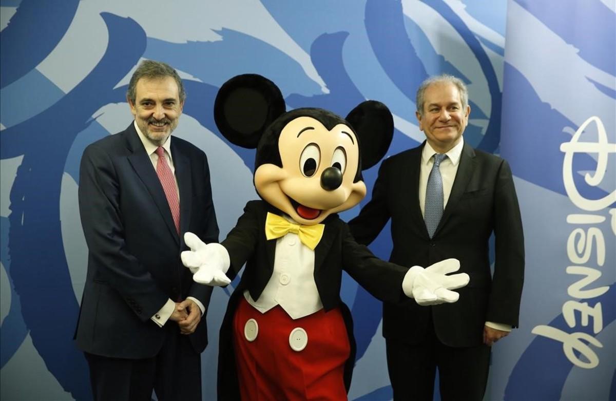 El presidente de Telefónica, Luis Miguel Gilpérez, y el consejero delegado de Disney España, Simón Amselem.