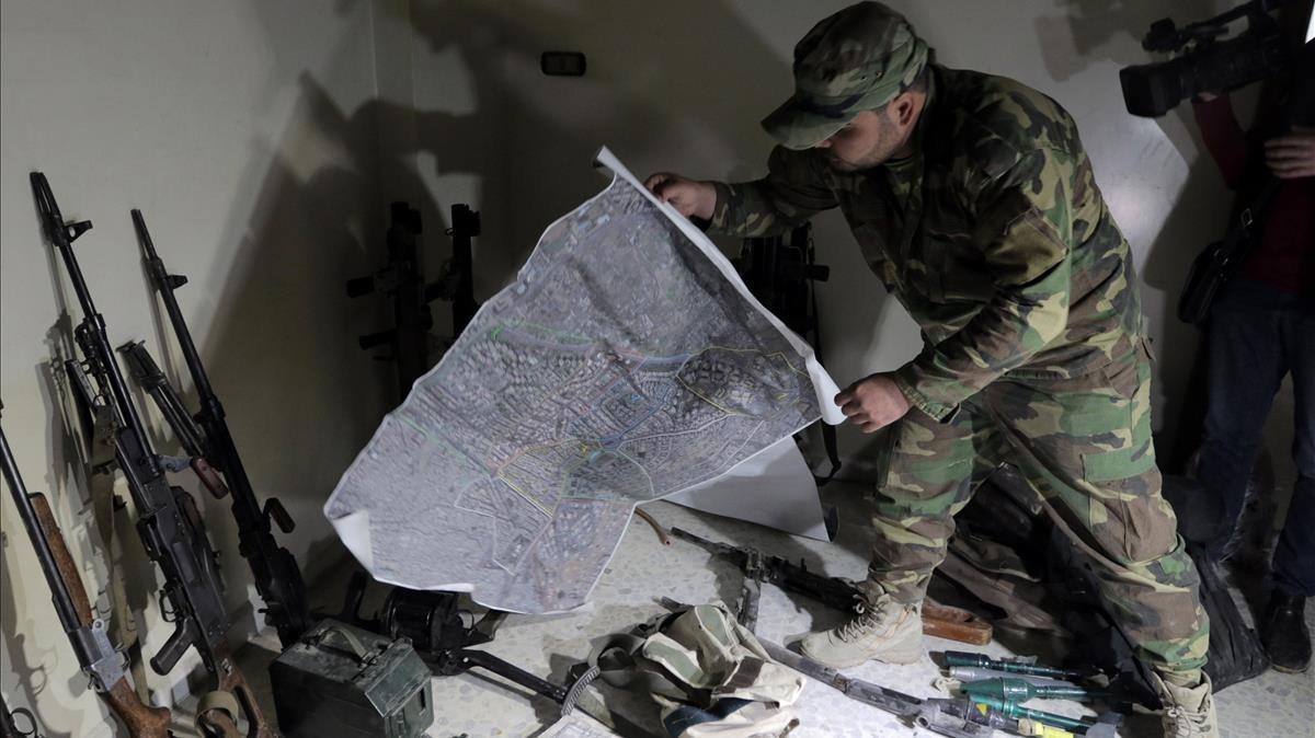 Un soldado sirio en Zamalka, en el este de Guta.
