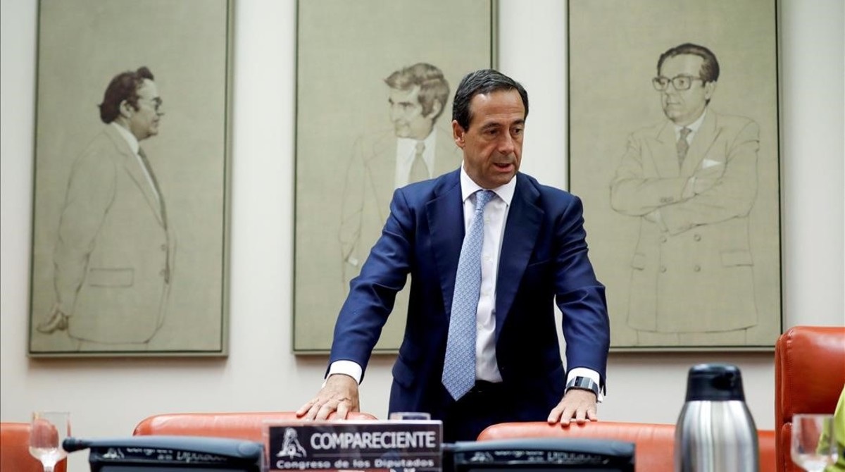 El consejero delegado de CaixaBank,Gonzalo Gortazar,durante su comparecencia en la comision del Congreso que investiga la crisis financiera y el rescate bancario.