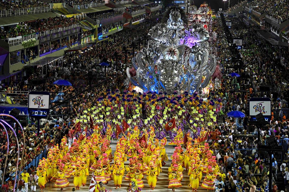 Uno de los desfiles masivos del Carnaval de Río, en febrero del 2020.