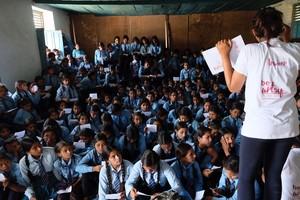 Uno de los talleres de be artsy en Oligaun, Nepal