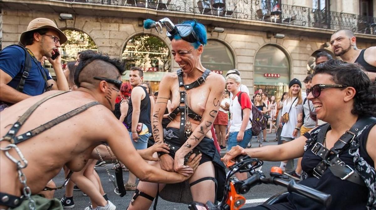 gay en la calle barcelona