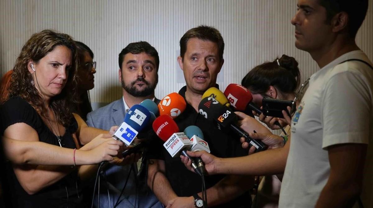 Ricard Calvo atiende a la prensa, el pasado año.