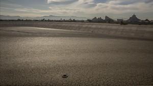 Balsa de riego completamente seca en Santomera.