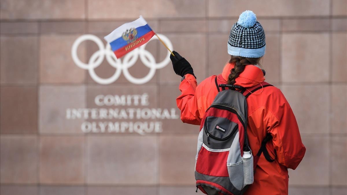 Protesta proRusia ante la sede del Comité Olímpico Internacional, en Pully, cerca de Lausana (Suiza).