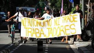 Taxistes, 'riders' i moviments socials amenacen amb protestes contra el substitut del Mobile