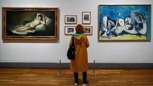 La maja desnuda, de Goya, y Desnudo recostado, de Picasso, uno de los diálogos que muestra la exposición del bicentenario del Prado.