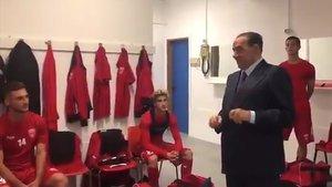 Silvio Berlusconi, durante una visita al vestuario de su nuevo club, el Monza.