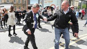 Farage, empapado de batido.
