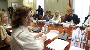 La vicepresidenta del Gobierno, Carmen Calvo, al inicio de la reunión del Observatorio contra la Violencia de Género.