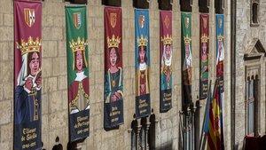 Las ilustraciones, actualizadas por el estudio Lawerta, de las dieciocho reinas olvidadas y rescatadas en el Palau de la Generalitat en València