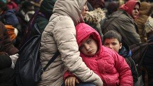 Milers de refugiats atrapats a la frontera entre Grècia i Turquia