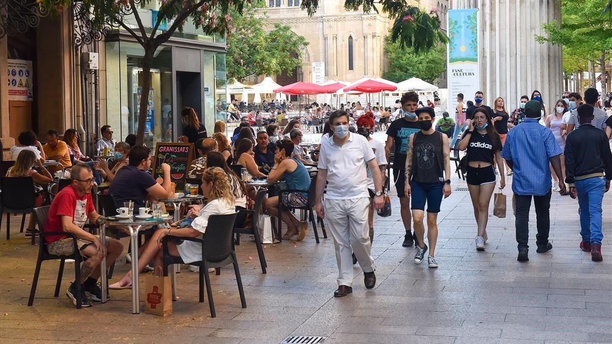 Espanya aprèn a conviure amb el virus