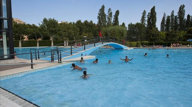 Colau acepta aumentar las piscinas donde practicar nudismo for Piscina sabadell