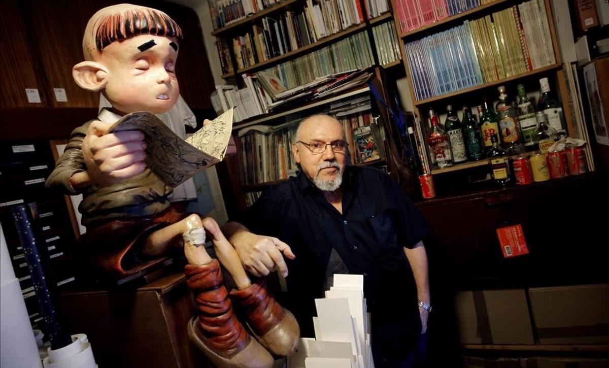 Carlos Giménez, en su estudio de Madrid, en el 2011.