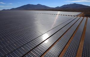 Bachelet destaca planta solar Acciona evitará emisión 485.000 toneladas CO2