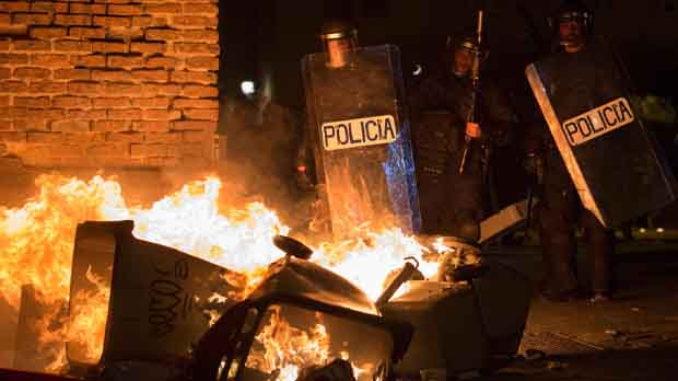 Graves disturbios en Madrid tras la muerte de un mantero
