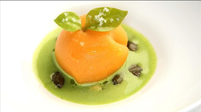 Calabaza sobre sopita de pimiento verde