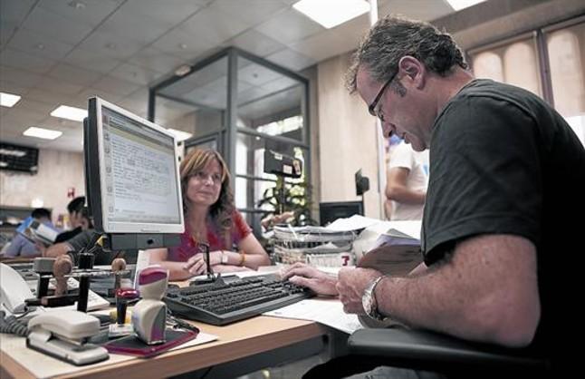 Actividad en una agencia de la Seguridad Social en Barcelona.