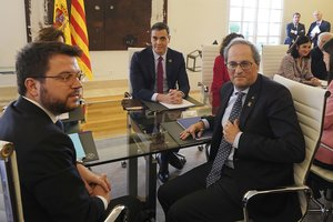 Aragonès, Torra y Sánchez, al inicio de la mesa de diálogo, este miércoles en la Moncloa.