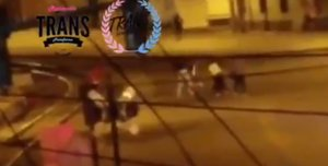Captura del vídeo de la agresión a una mujer trasngénero en Ecuador.