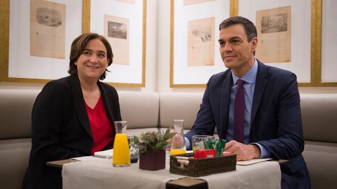 Colau se reúne con Sánchez antes del Consejo de Ministros.