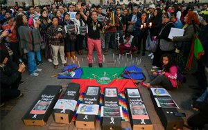 Organizaciones indígenas en Colombia protestan por la ola de asesinatos ocurridos en su contra.