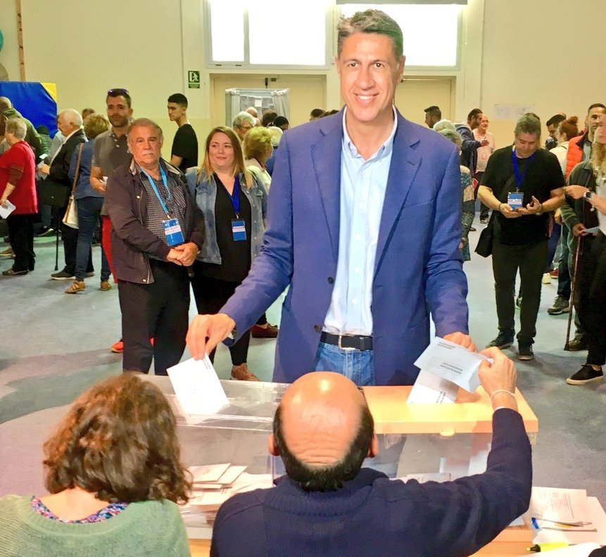 El líder del PP en Badalona, Xavier García Albiol, votando en las elecciones municipales este 26 de mayo.