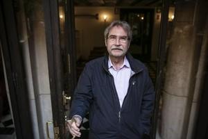 El escritor Jaume Cabré posa en el Ateneu Barcelonès, ayer.