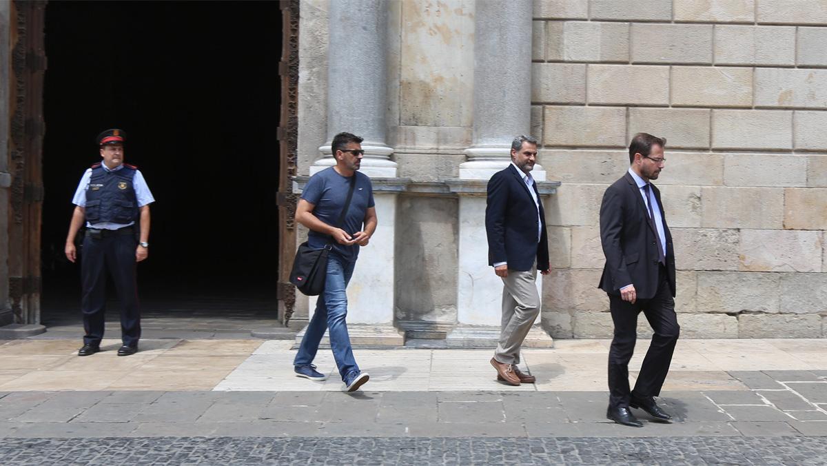 El fiscal Grinda a la salida del Palau de la Generalitat
