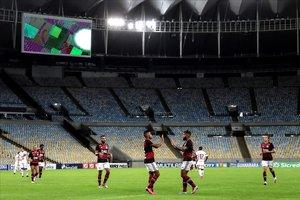 El Flamengo y el Bangu, en un Maracaná vacío en el primer partido de la Liga carioca tras parar por el covid-19.