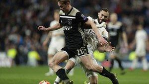 De Jong se lleva todos los flashes en el encuentro ante el Real Madrid.