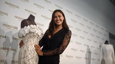 Irina Shayk no es deixa vestir de núvia